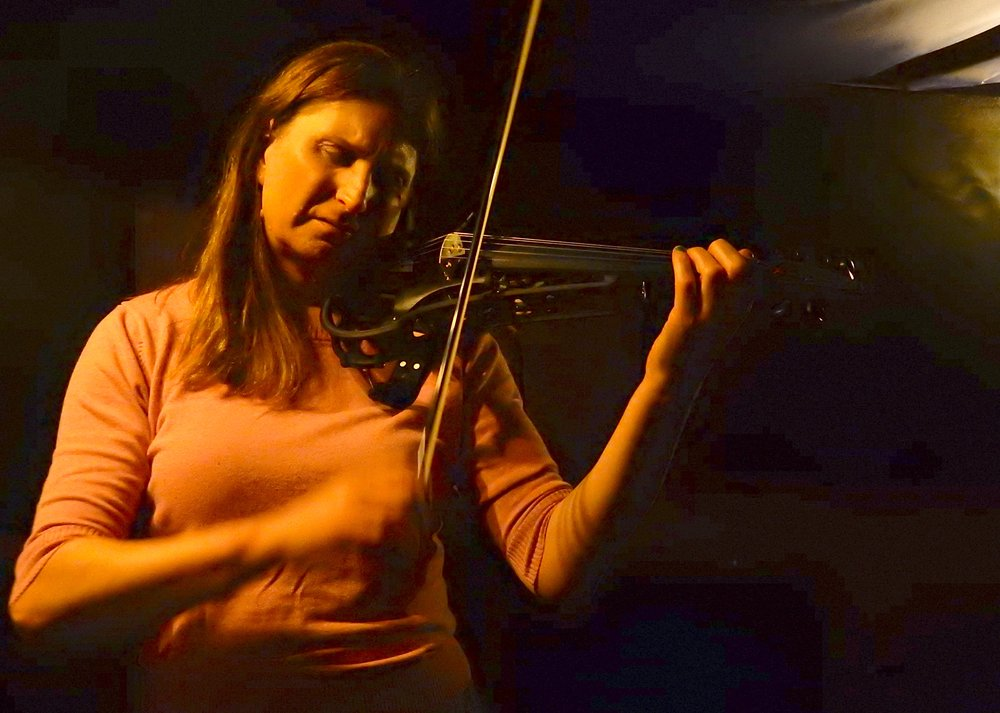 Chrissie Caulfield playing the Sycorax Electric Violin